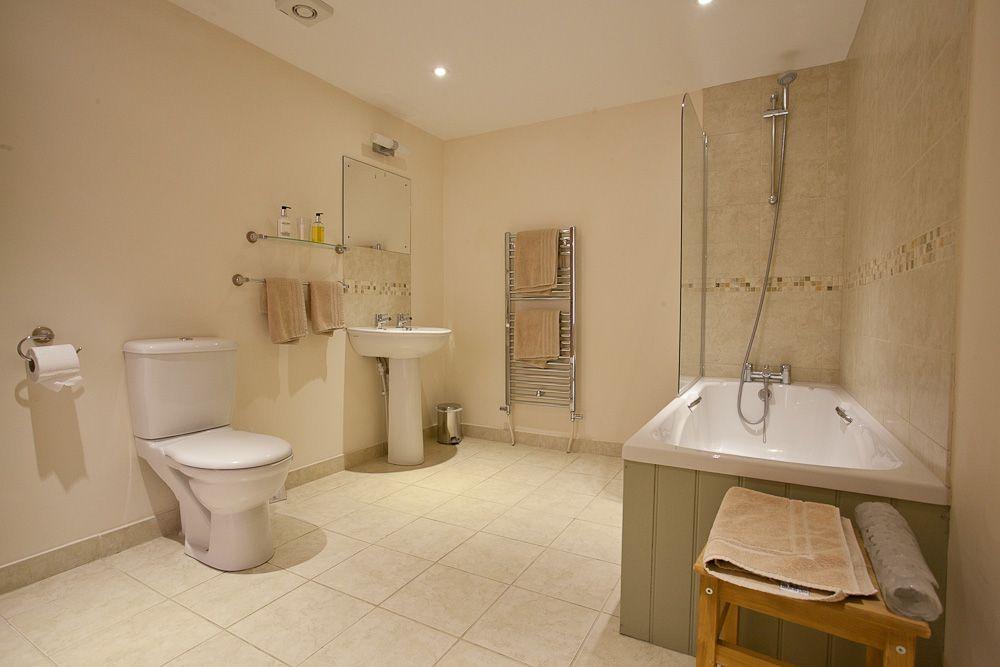 Granary - Bathroom 2 (2)