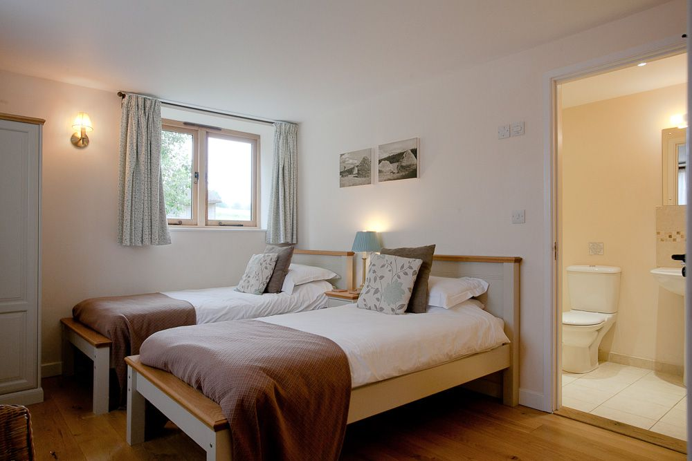 Stables - Bedroom 2 (1)