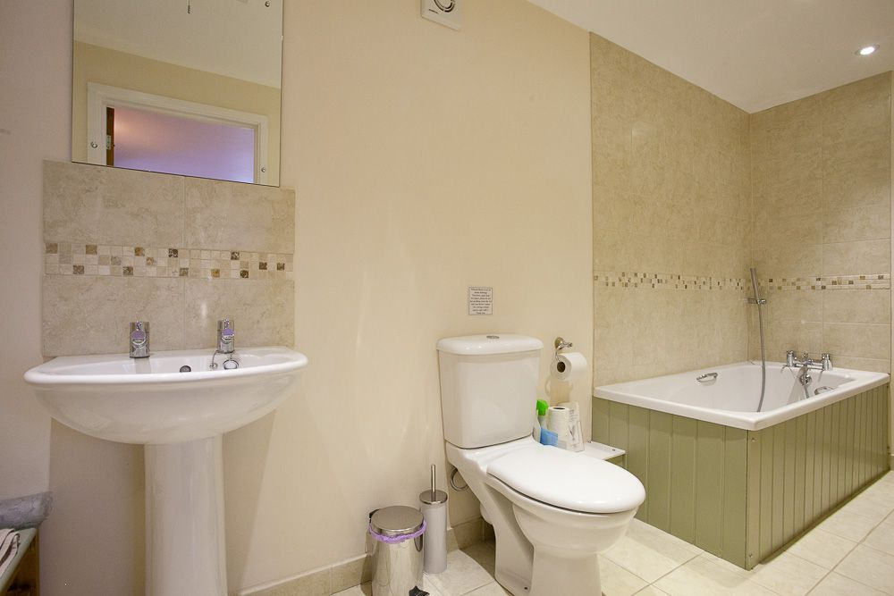 Stables - Bathroom 1 (1)